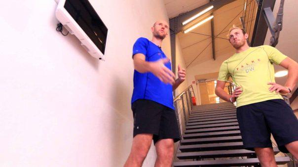 Maximale Sprungkraft in 6 Wochen: Übung einbeinige seitliche Treppensprünge