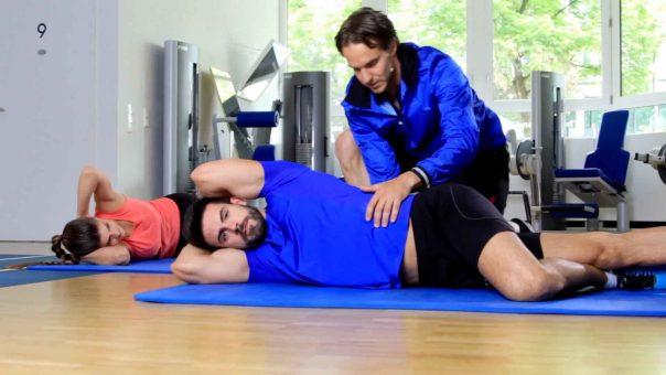 """Übung """"Pretzl"""" für einen starken Rücken und mehr Beweglichkeit in der Wirbelsäule"""