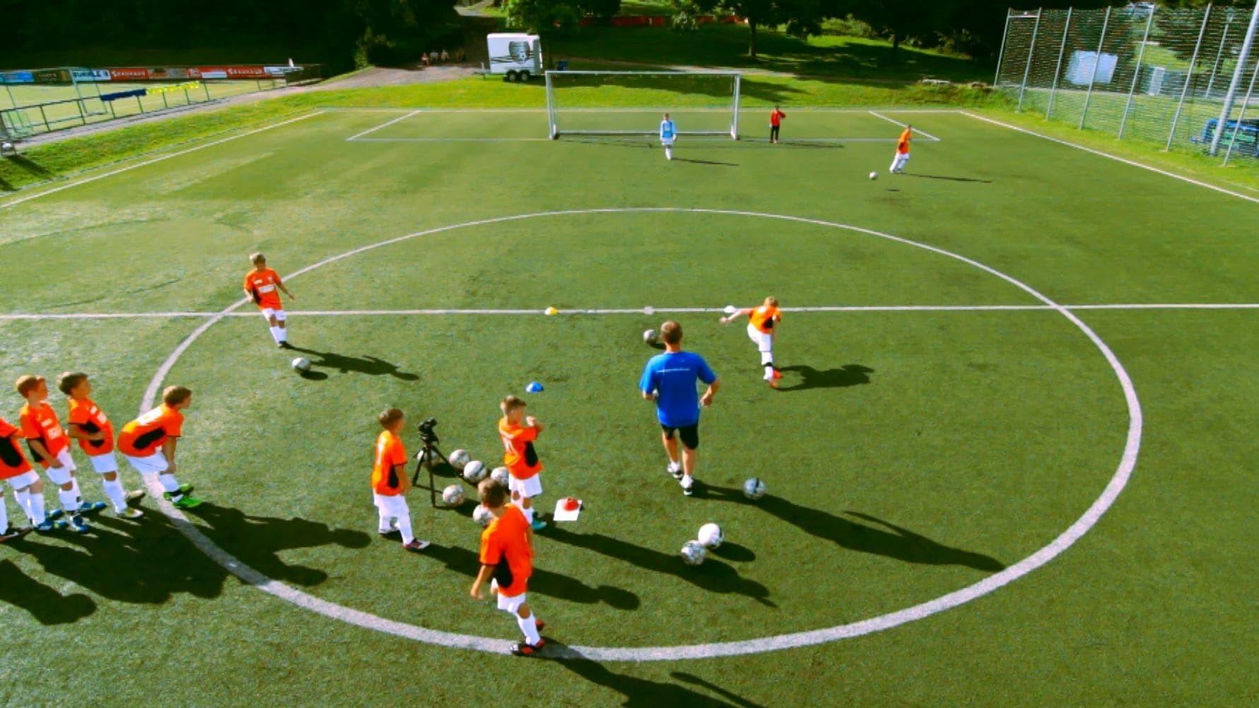 Aufwärmen, Torschuss,  Spiel, Taktik-Theorie: Kreative Trainingseinheit für Dein Jugendtraining