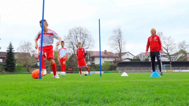 Das Kreativdreieck – Lerne Fußballtricks und Finten zu kombinieren!