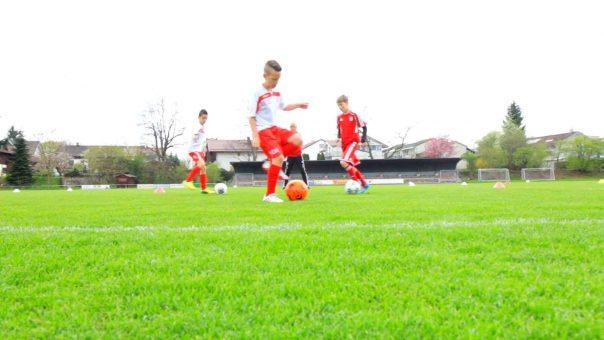 Finten clever kombinieren!💡Diese Fussballübung erfordert Aufmerksamkeit und Konzentration! 🧠