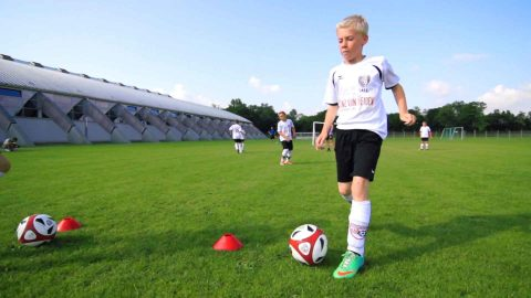 Vielseitige Fußballübung | Ballkontrolle, Ballan- und Mitnahme sowie das Passen effektiv trainieren!