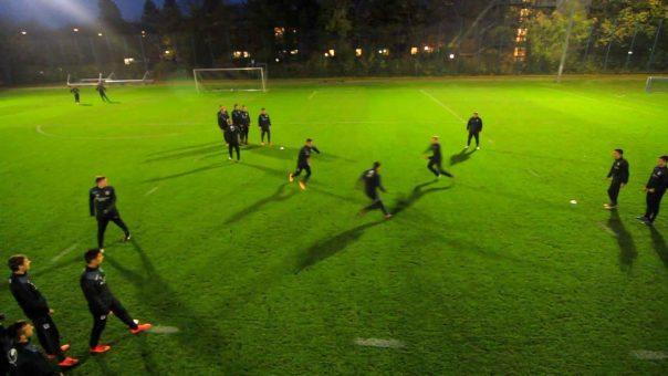 Dreiecks-Fangen: spielerisches Schnelligkeitstraining für Fußballmannschaften