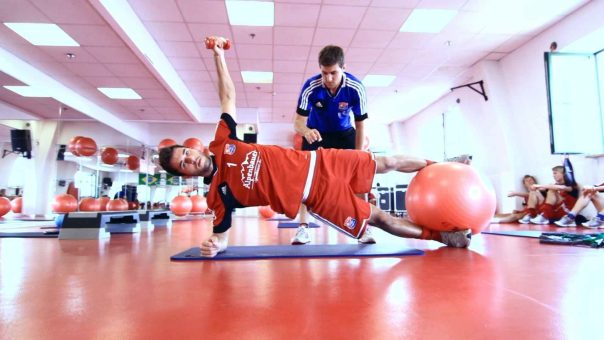 Fußball Athletiktraining - Zirkeltraining mit 10 Stationen