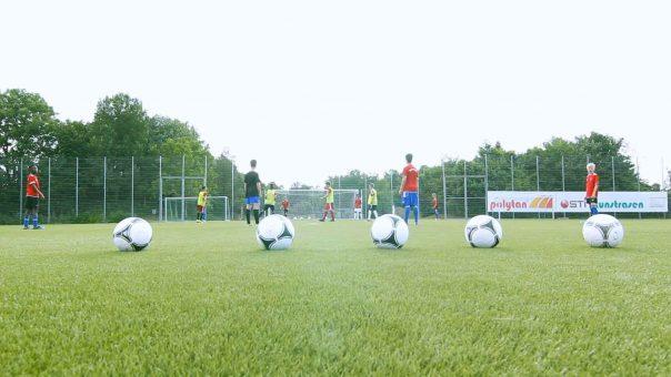 Kombinationsspiel, Positionswechsel und Lückenfindung ⚽️ Fussballübung: Kettenspiel