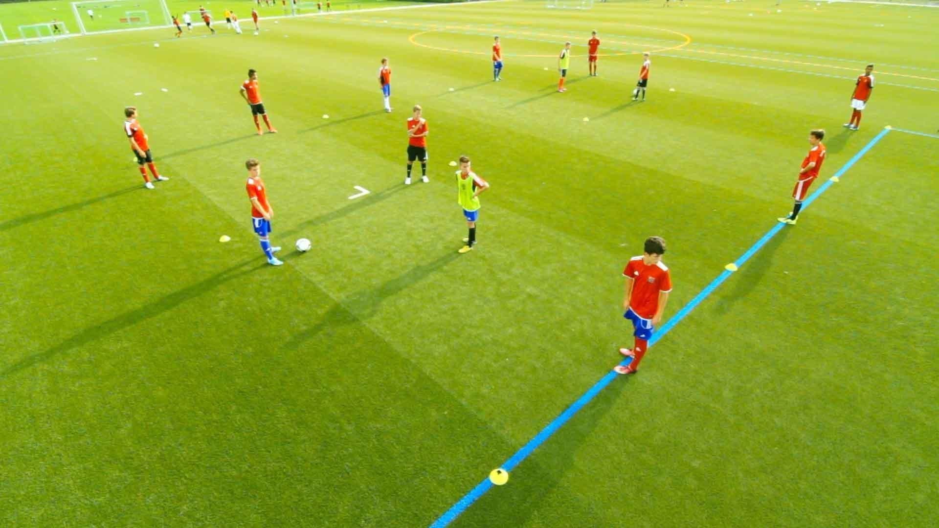 Fußballübung für Jugendmannschaften: 3 gegen 1 auf 6 Felder