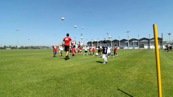 So lernen die kleinen Ballkontrolle! 🧒 ⚽ // Altersgerechtes G-Jugend Fussballtraining