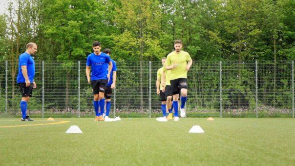 Fußball-Laufschule: Übung zur Verknüpfung verschiedener Laufelemente