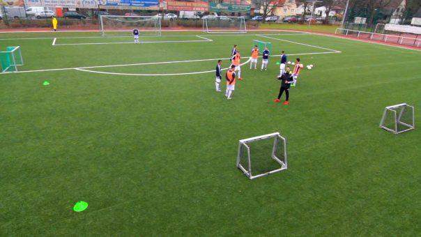 Schnell und richtig reagieren - Trainiere Handlungsschnelligkeit im Fussball mit der Ballinvasion!