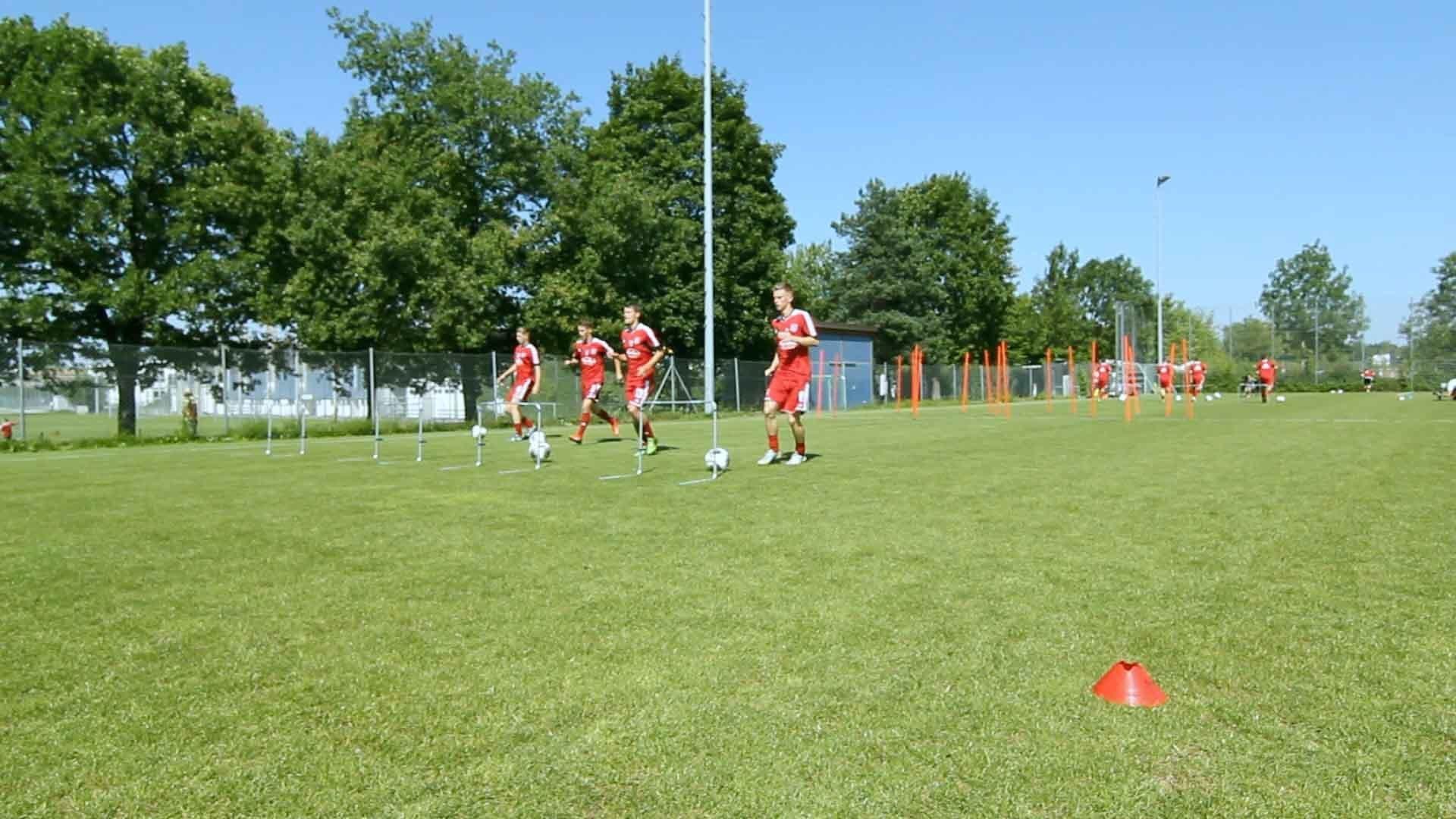 Fußball-Ausdauertraining Übung: Der Parcours