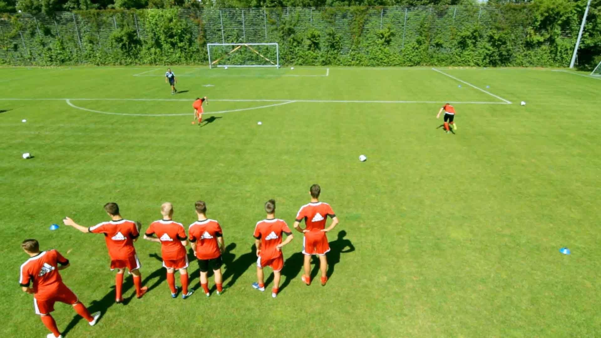 """""""Der Sportmentalcoach steht mit dem Trainer am Spielfeldrand!"""""""