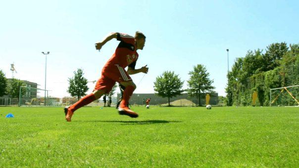 Fußballübung für Schnelligkeit, Technik & Taktik: Der Zonenlauf