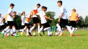 Schnelligkeitsübung für Fußballmannschaften – Hasenjagd (mit Ball)