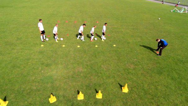 Fußballübung für Speed, Reaktionsschnelligkeit & Technik