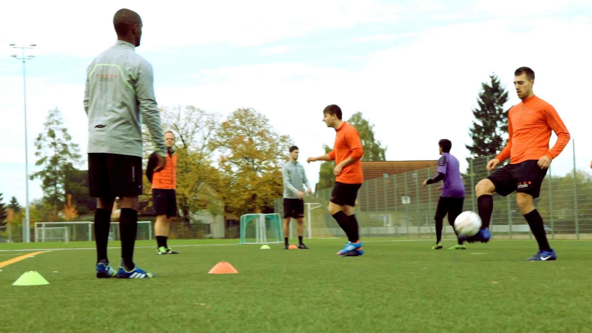 Fußball-Aufwärmübung Passstern