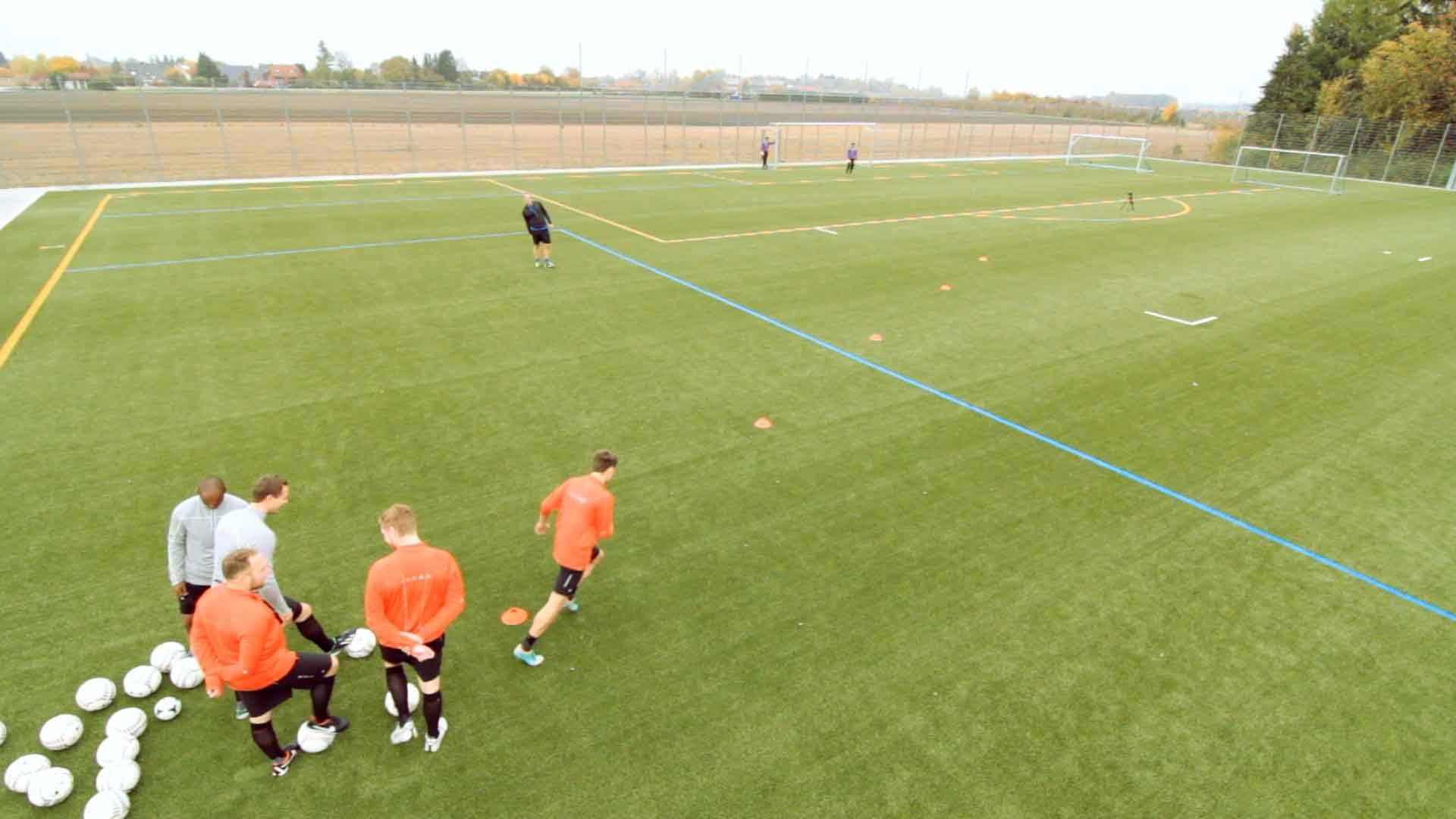 Fußballübung: Der Pass in die Tiefe