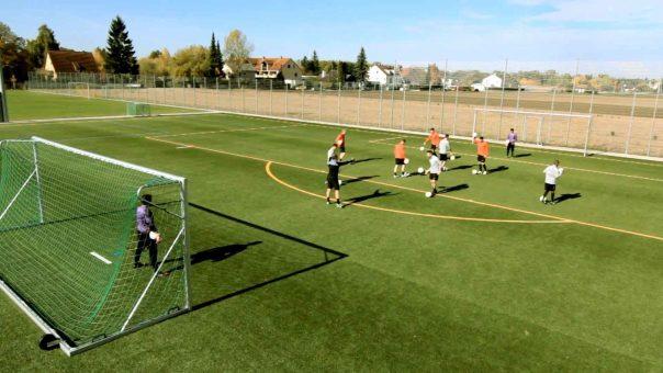 """Fußballübung """"Basket-Fußball"""": spielerisches Koordinationstraining"""