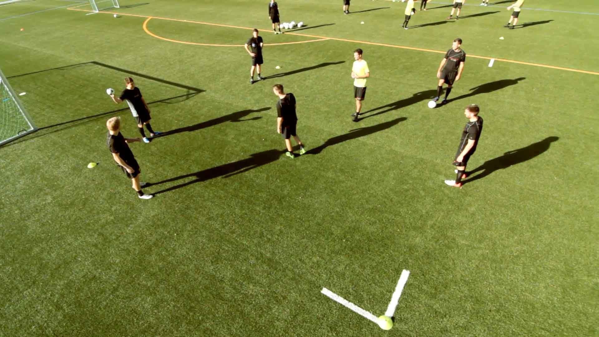 Technik-, Koordinations- und Aufwärmübung für Fußballer: Kreis-Handball