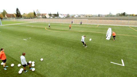 """Taktische Fußballübung """"Der Lupfer"""": Trainiere das Spiel über die Außenspieler"""