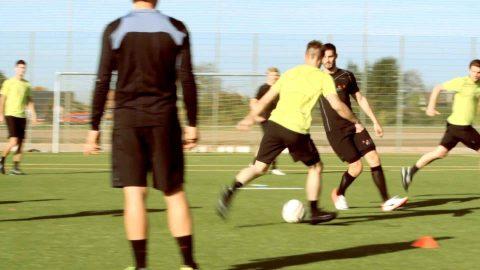 Fussballübung zur Spielgestaltung und Taktik: Das Linienspiel