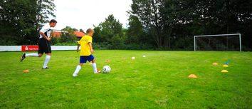 Fußballübung zum Tempo-Dribbling / U11-U15