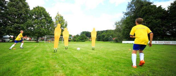 Fußballübung zum trainieren des Lückenpasses / E- und D- und C-Jugend