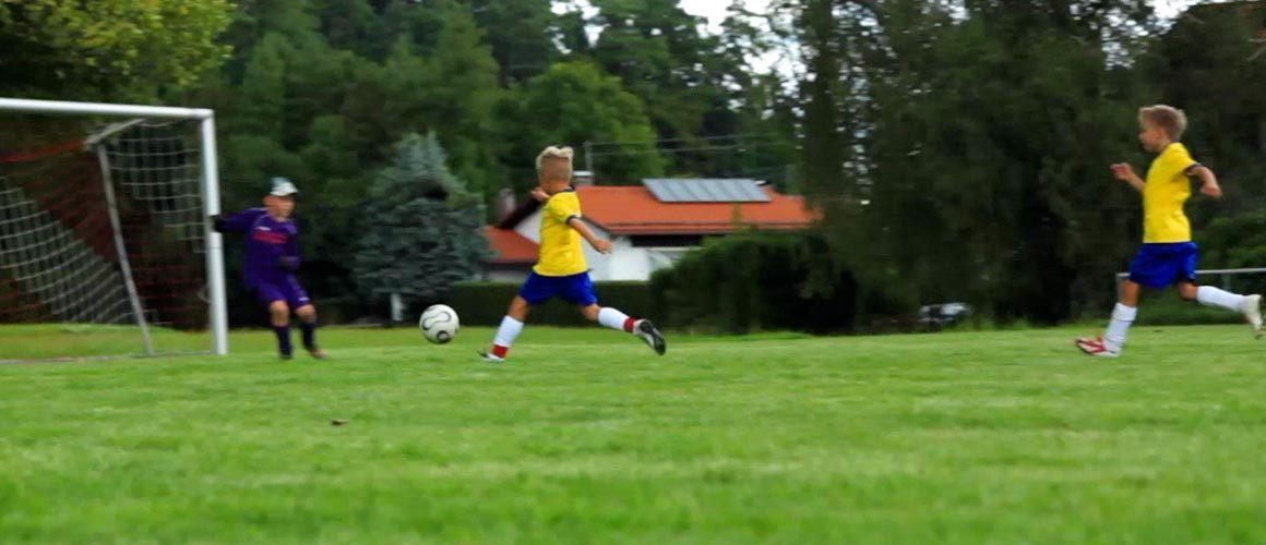 Fußballübung für das 1 gegen 1: Tempo-Dribbling  / U10 bis U16