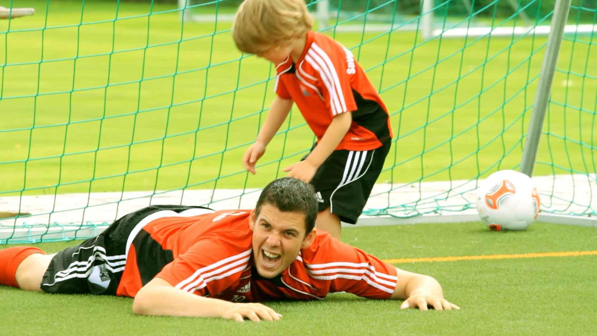 Trainer und Kind