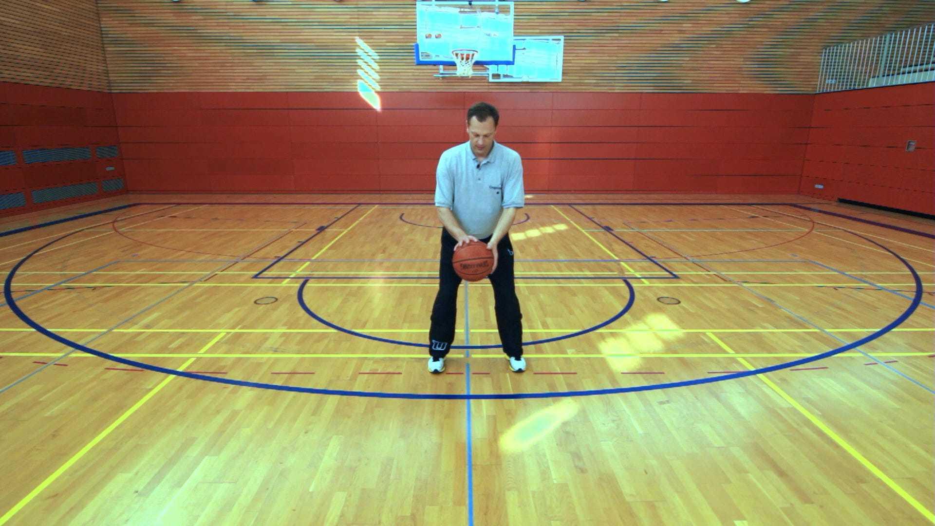 Ralph Junge mit Basketball