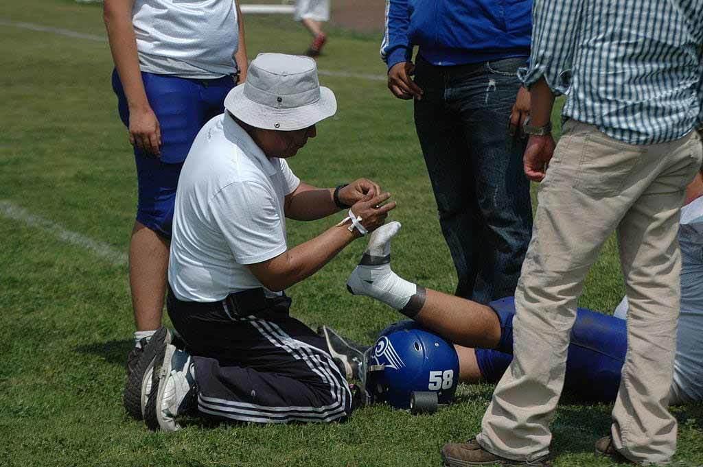 Ab zum Medizincheck: 7 Tipps bei, vor und nach Verletzungen
