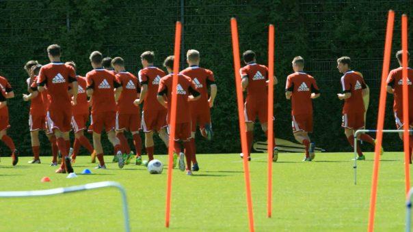 Ausdauertraining im Fußball: Wer richtig tankt, kann länger