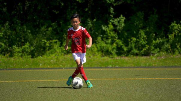 Konzentration und kognitive Fähigkeiten trainieren! 🧠  Fussballübung für Beidfüßigkeit!