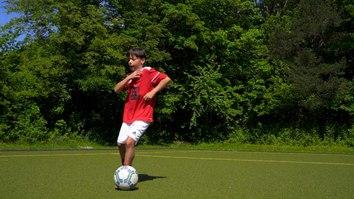 Mit dieser Fussballübung trainierst du deine kognitiven Fähigkeiten! Stark werden im 1 gegen 1!