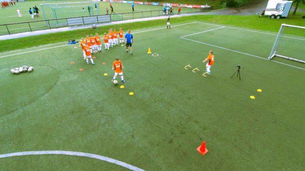 Feste oder wechselnde Positionen: Wann sollte Mannschaftstaktik im Jugendfußball eine Rolle spielen?